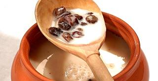 Il brodo fatto in casa nel latte insieme all'uvetta è un buon strumento per il trattamento della disfunzione erettile